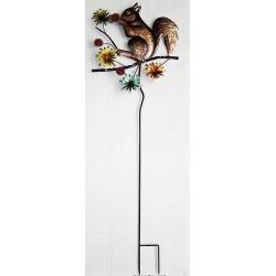 Ecureuil sur une tige